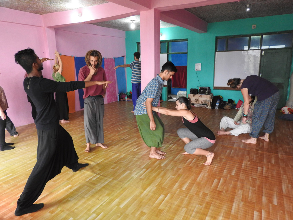 Theaterworkshop geven in India